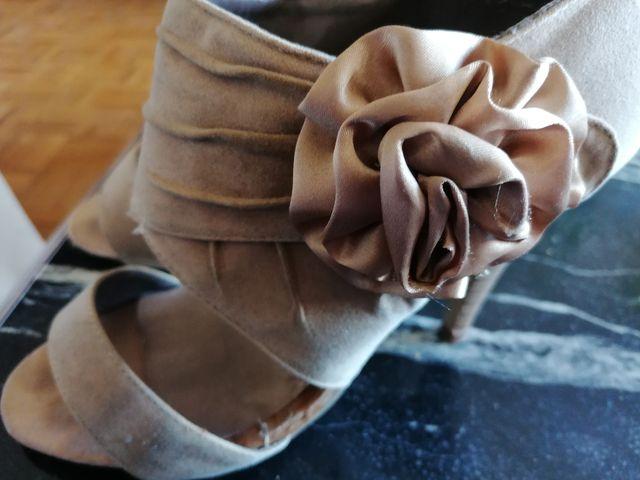 Zapatos beig con tacones y cremallera