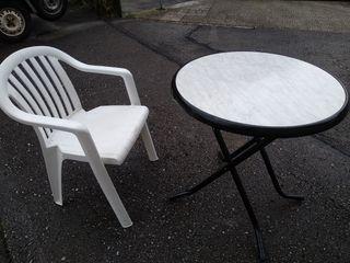 Mesa plegable y silla jardín o terraza