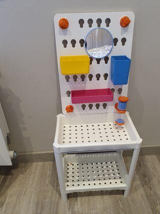 Panel de baño para peques con estantería