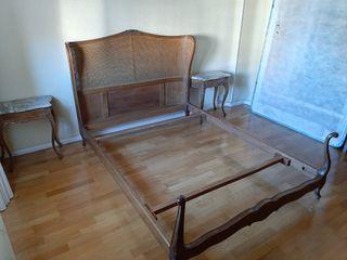 Dormitorio clásico en madera labrada