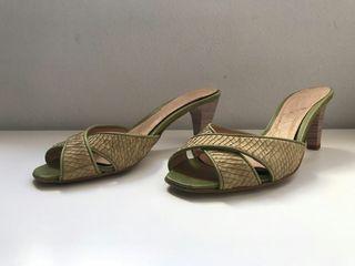 Zapatos de tacón, color verdoso