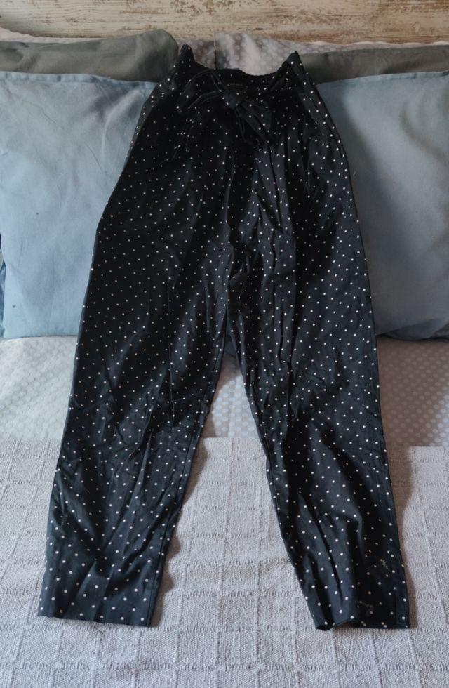 Pantalón topos negro Zara