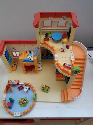 colegio de Playmobil con complemento de guardería