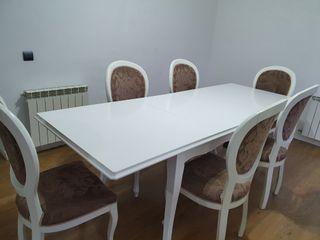 mesa de comedor con sillas estilo barroco blanco