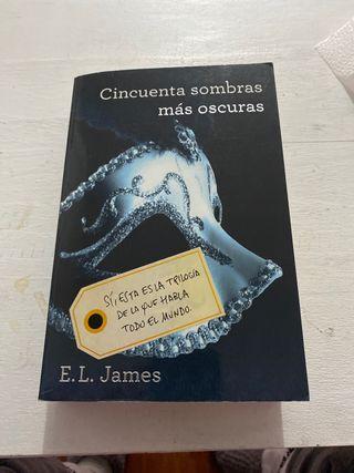 """Libro """" Cincuenta sombras más oscuras"""""""