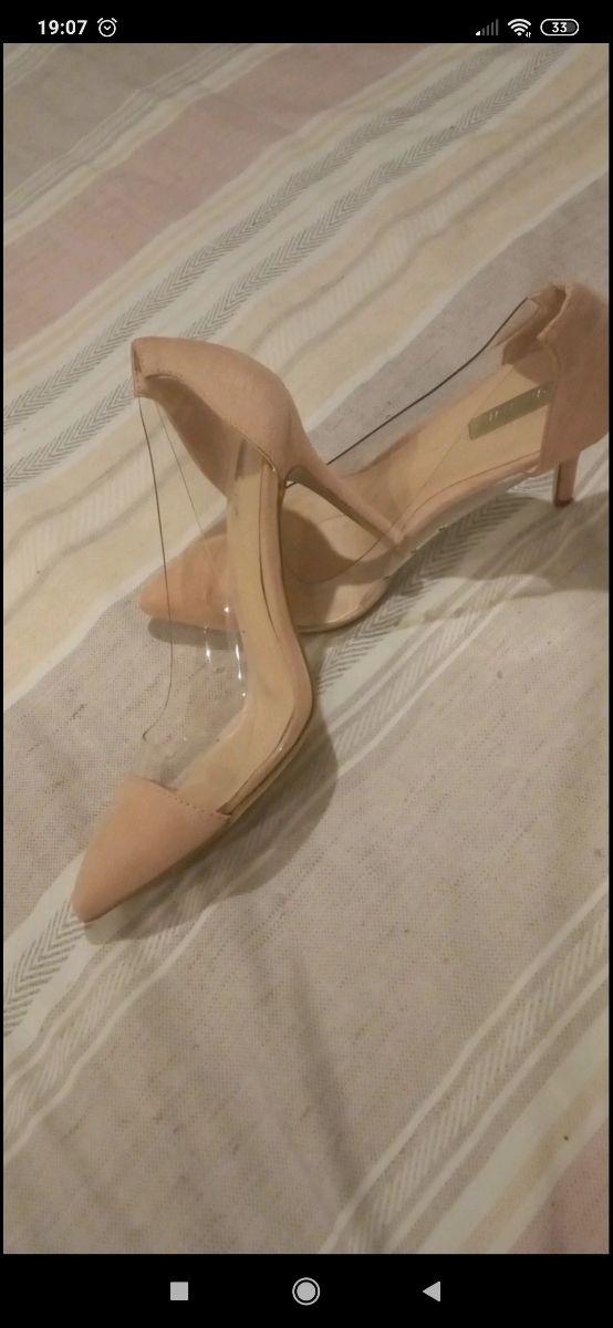 zapato rosa nude y vinilo