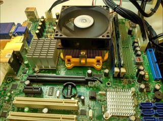 placa base AMD RS740 2gb ram NAS vga dvi x64 sata