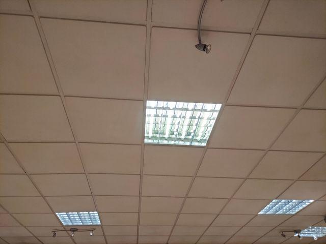 Pantalla tubo fluorescente luz techo.
