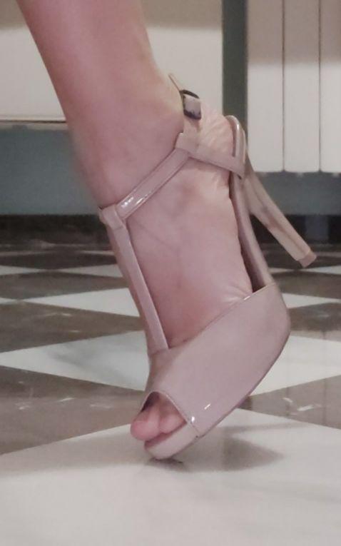 zapatos con plataforma lefties de charol nudé