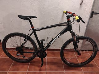 Bicicleta MTB. Giant Revel 3.