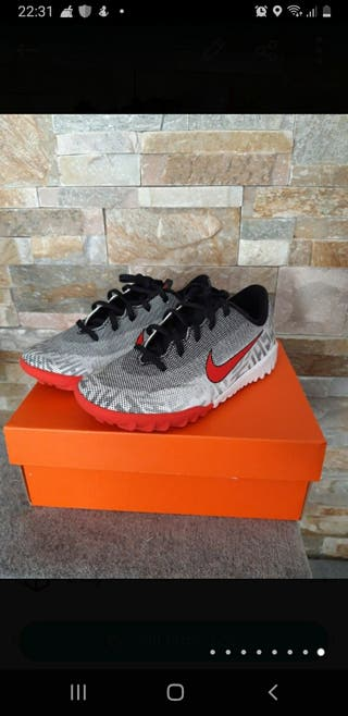 Zapatillas de fútbol Nike,talla 29