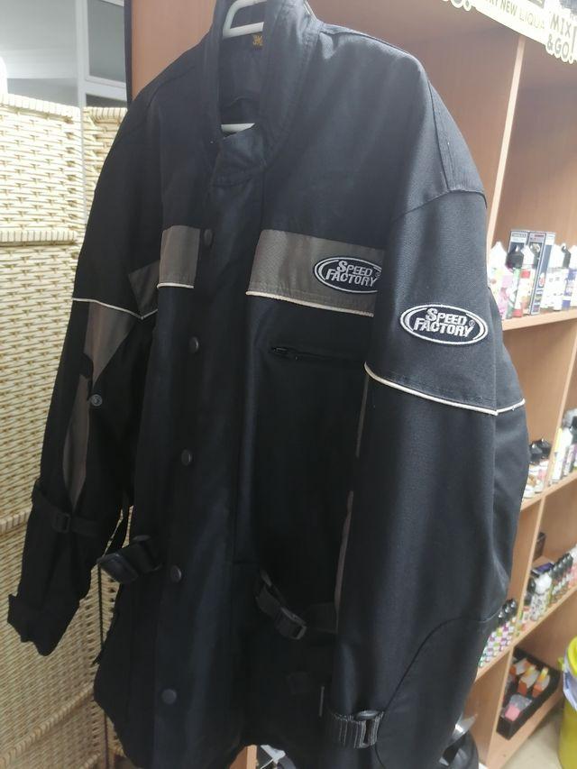 chaqueta moto Impecable
