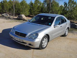 Mercedes-Benz C200, año 2002, pocos km