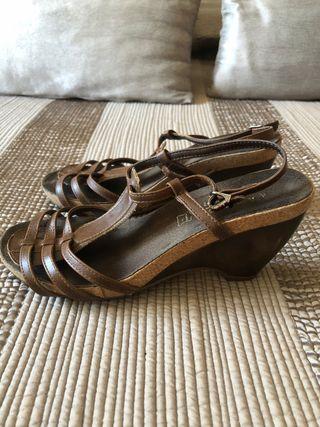 Sandalias de tacón tiras marrones