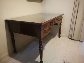 Mesa de despacho clásica de madera maciza