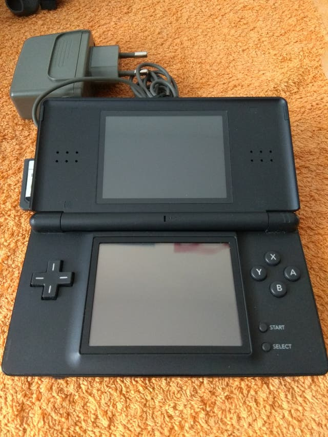 Nintendo Ds Lite Dos Juegos De Segunda Mano Por 39 En Barbera Del Valles En Wallapop