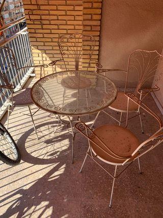 Sillas y mesa jardín en hierro forjado