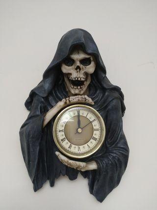 Darkest Hour 28 cm