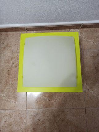 Vendo lámpara de techo. Color muy alegre verde pi