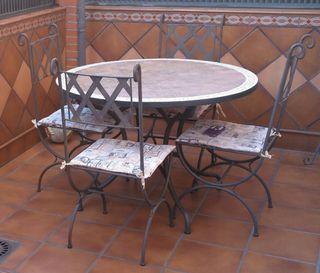 Mesa + 4 sillas de hierro forjado