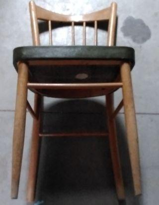 Silla madera verde son asiento en verde