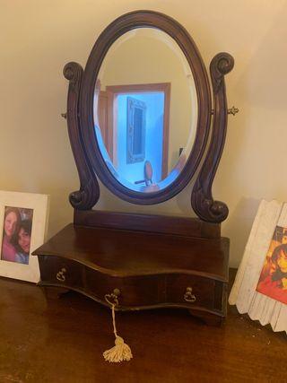 Repisa con espejo y cajones