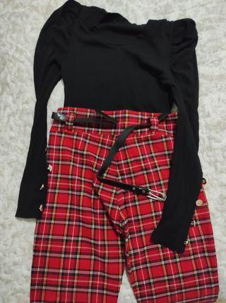 pantalón escocés y camiseta
