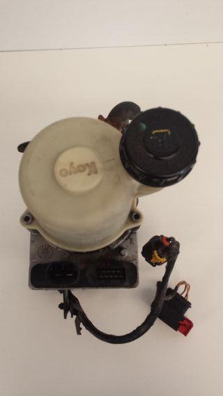 Bomba de dirección Dacia Logan I