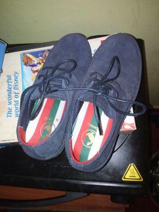 vendo zapatillas para niño talla 30