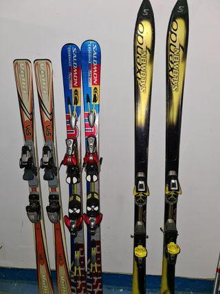 esquis y botas de esqui.
