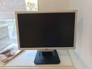 """Monitor Acer 19"""" LCD reacondicionado"""