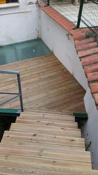 estructuras metalicas y madera en terraza y jardin