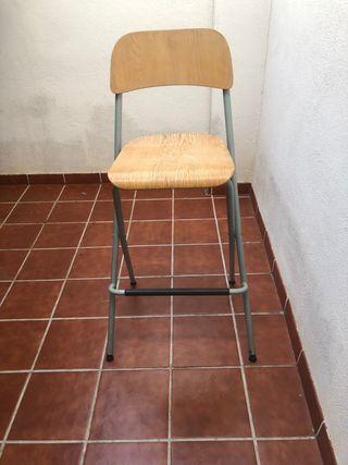 2 sillas altas plegables