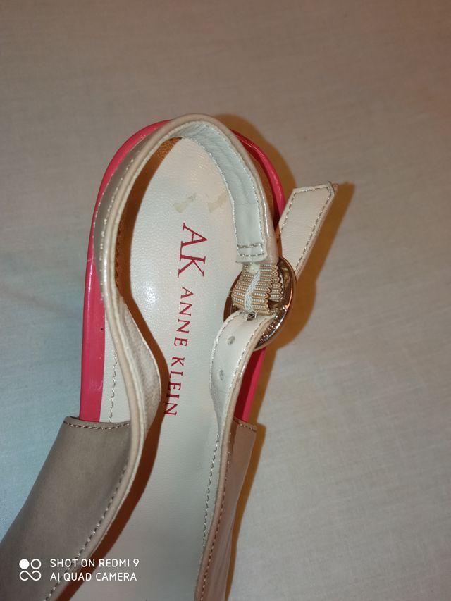 Zapatos tacón destalonados