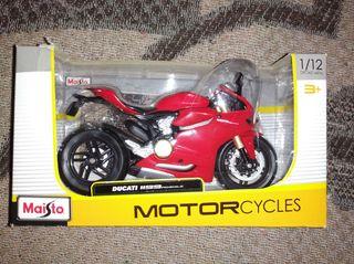 moto Ducati panigale a escala 1/12 maisto nueva