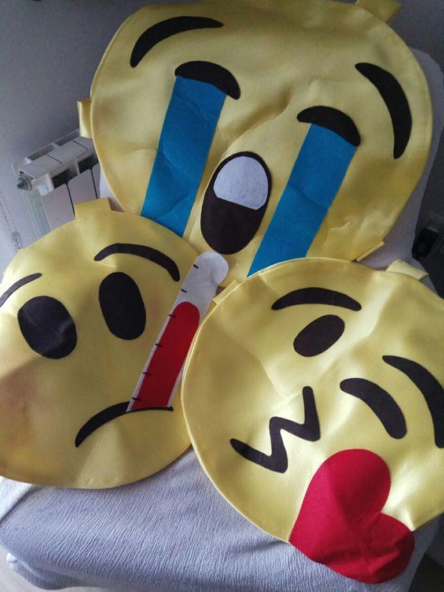 tres disfraces de emoticonos
