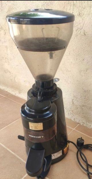 Vendo molinillo de café grande.
