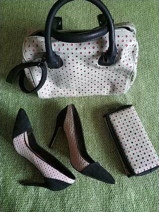 Zapatos de tacón, bolso y cartera a juego