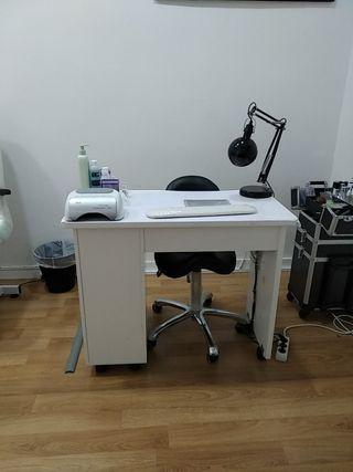 Mesa para hacer manicura