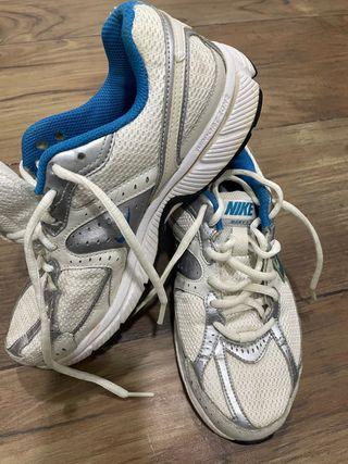 Opcional extinción País de origen  Zapatillas Nike running de segunda mano en Sevilla en WALLAPOP