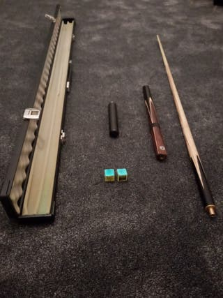SNOOKER CUE WITH SMALL EXTENSION AND METAL CASE