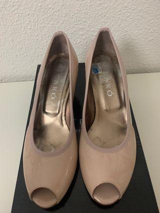 zapatos charol nude