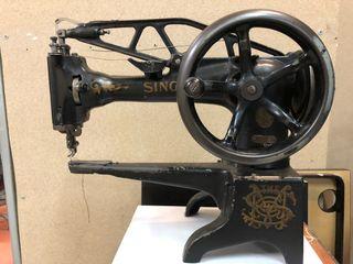 Máquina con MESA de coser SINGER 29k2