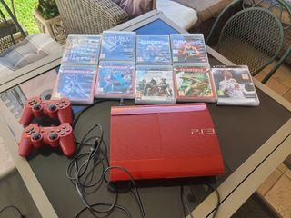 Playstation 3 con dos mandos y juegos.