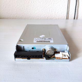 Lector DVD, grabadora CD y disquetera
