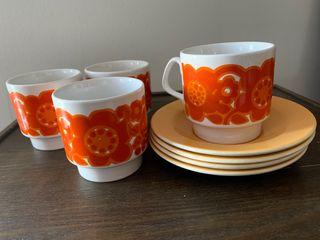 4 tazas y platos retro