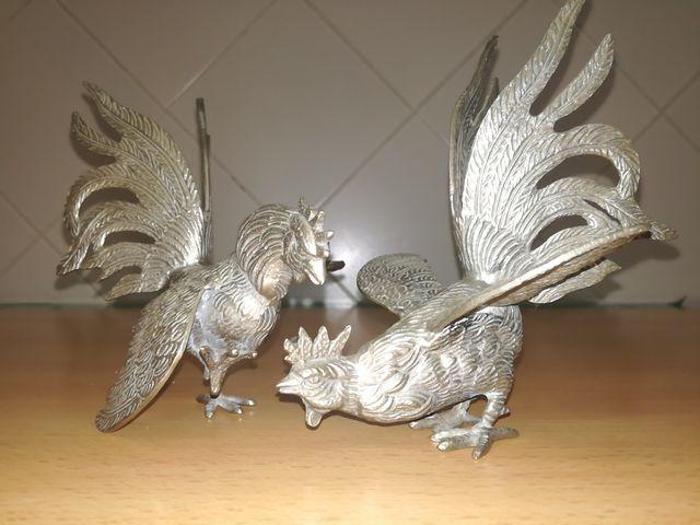 Gallos de pelea de metal