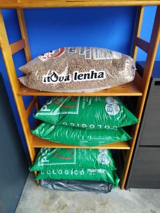 Estufa de pellets + 6 bolsas de pellets