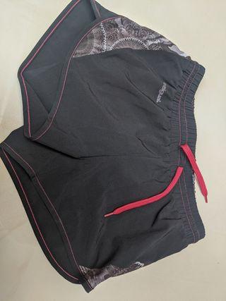 Pantalón corto short Desigual.