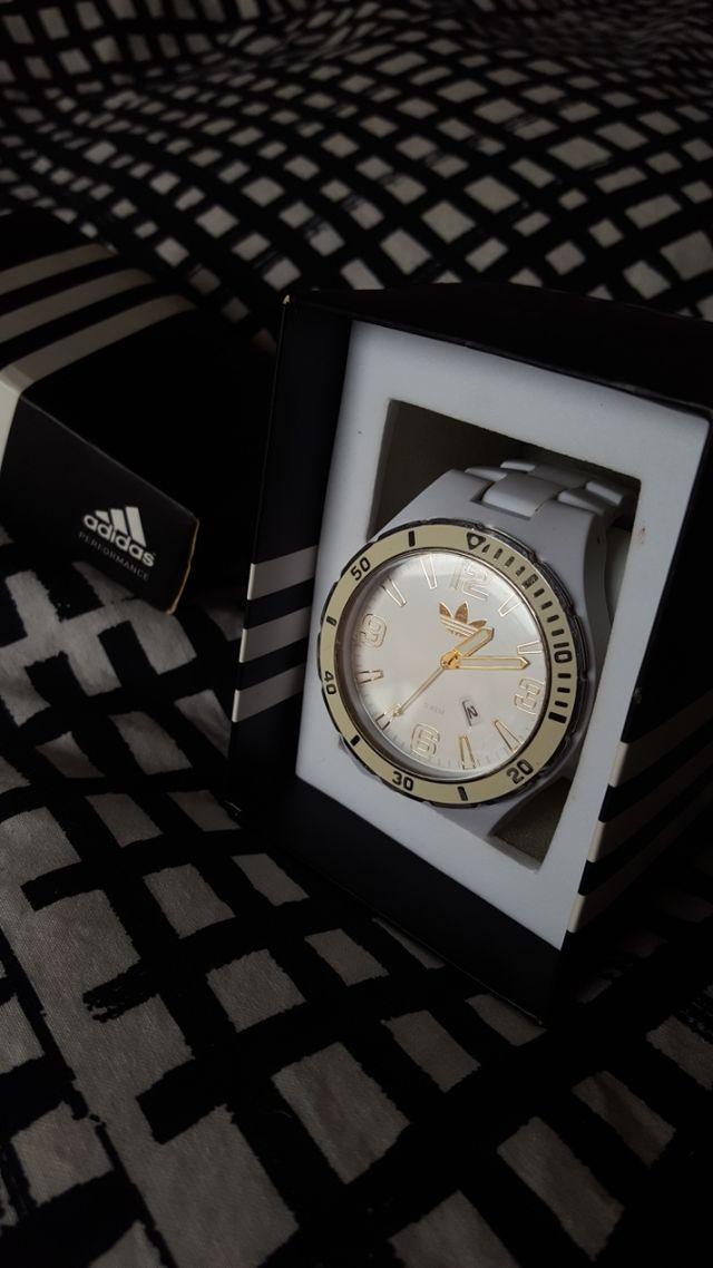 De este modo Glosario tarifa  Reloj Adidas Performance de segunda mano por 50 € en Collado Villalba en  WALLAPOP